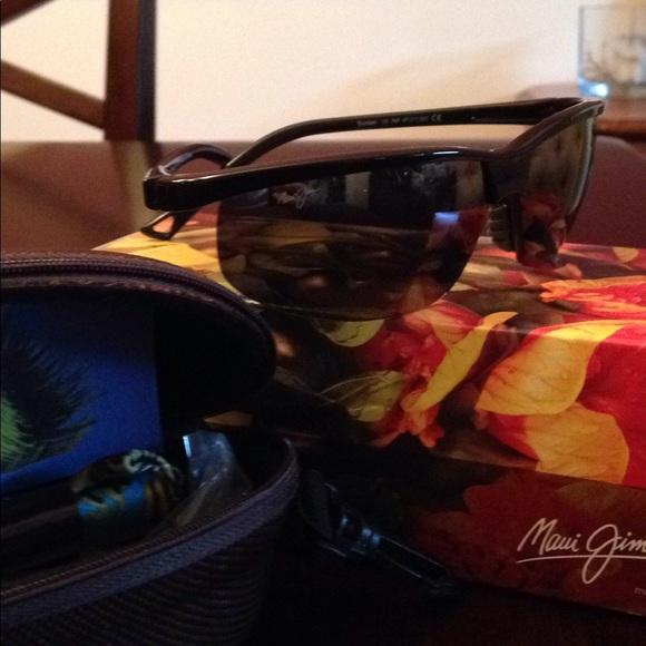 84a7fc2248d6 Maui Jim Ladies sport sunglasses 402-02. M_5b8db972a31c33cd09b5ff4d
